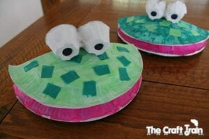 paper plate frog puppets