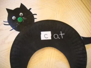 paper plate black cat & 60+ Paper Plate Crafts and Activities